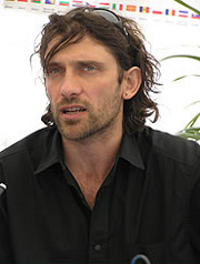 Francesco Fei è famoso per i suoi videoclip, quelli girati con i Negrita, i Verdena, i Bluvertigo e Carmen Consoli. Ma il suo primo lungometraggio, Onde, ... - fei2